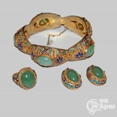 Комплект с нефритом: кольцо, клипсы и браслет